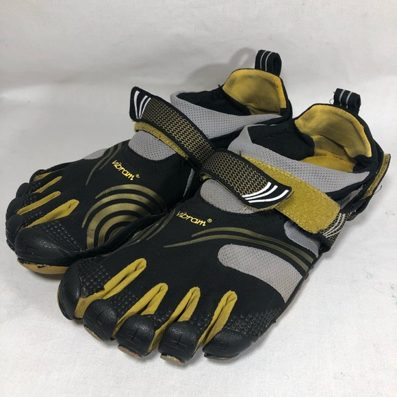 5ecf085c8e Men s Vibram five fingers shoes black size 45 10.5.  M 5b9aaf241b32943ee66e4a5a